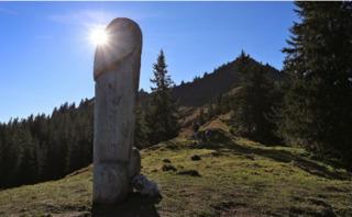 бавария двухметровый деревянный фаллос гора грюнтен
