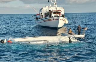 берег тунис судно мигрант